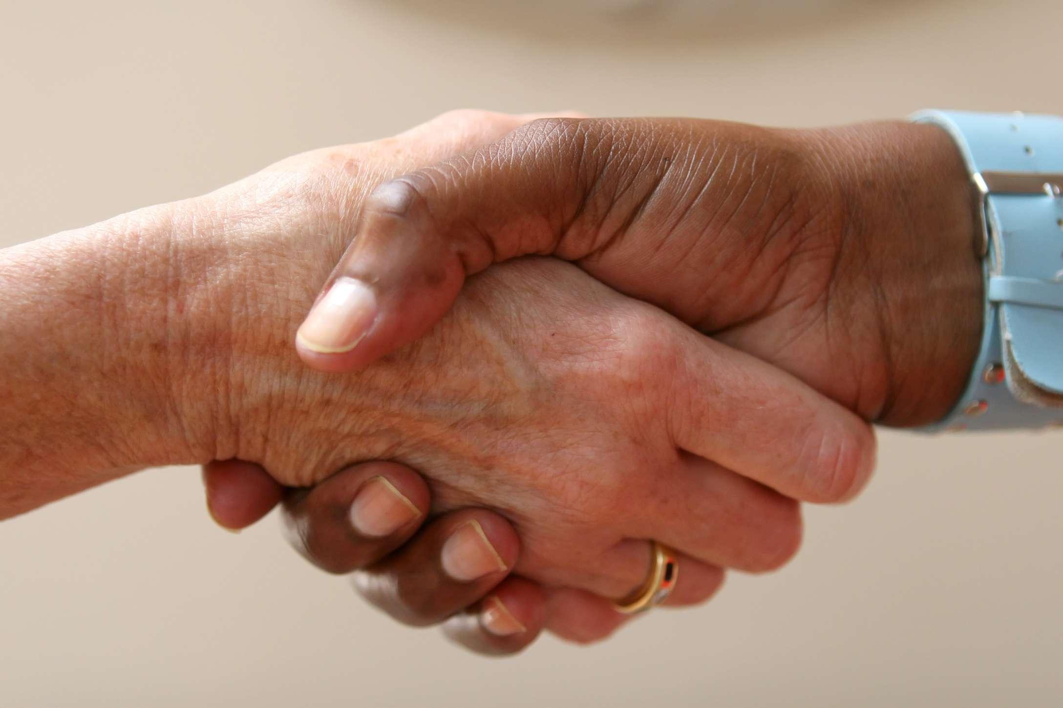 Agapè Logis et Vous : La Confiance_poignée de mains