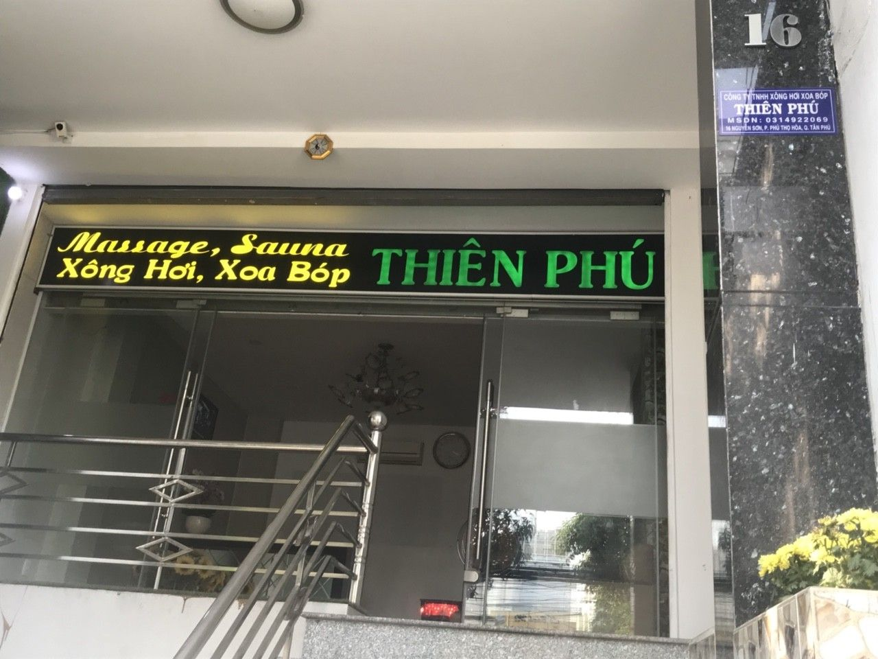 Massage Thiên Phú free cà phê