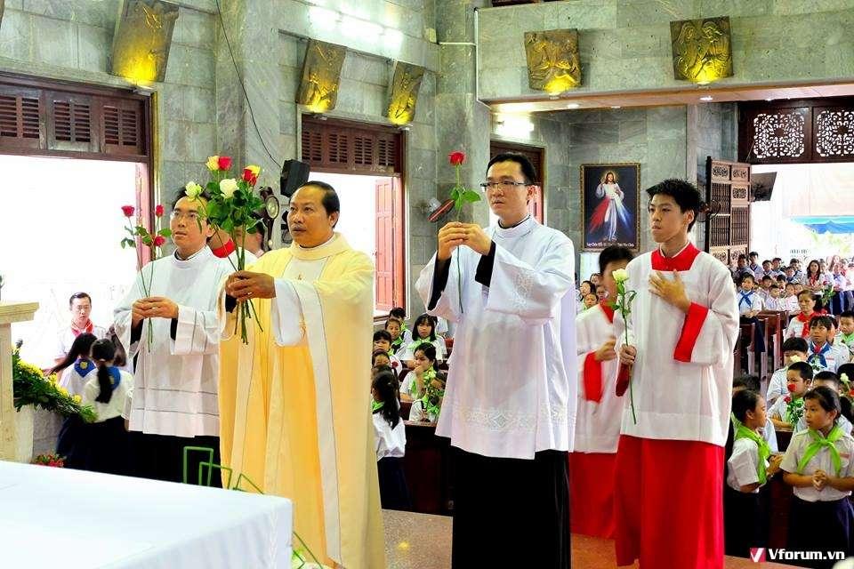 Giáo xứ Vĩnh Hoà: Khai mạc tháng Hoa 2017