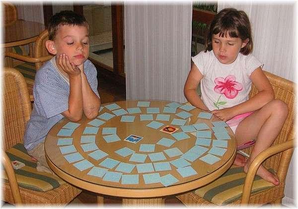 Chiêu bài lợi hại hơn cả binh pháp Tôn Tử tất thắng trong các trò chơi trẻ con