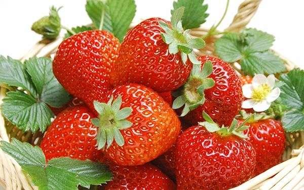 Chia sẻ lợi ích làm đẹp với những trái cây có màu đỏ làm bạn ngạc nhiên