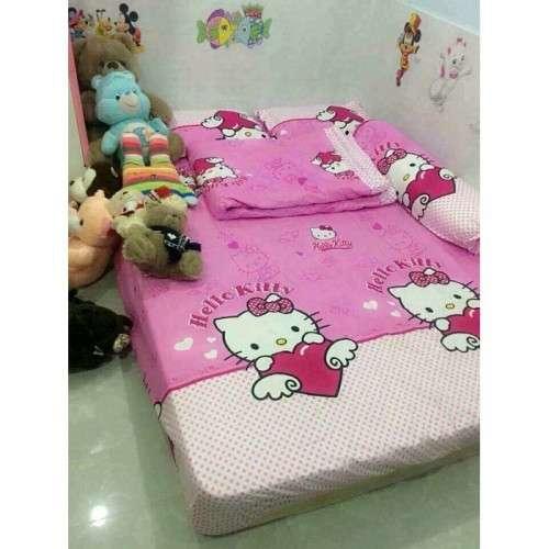 Bo drap giuong hinh meo Hello Kitty dang yeu tai Chan ga goi Anh Anh