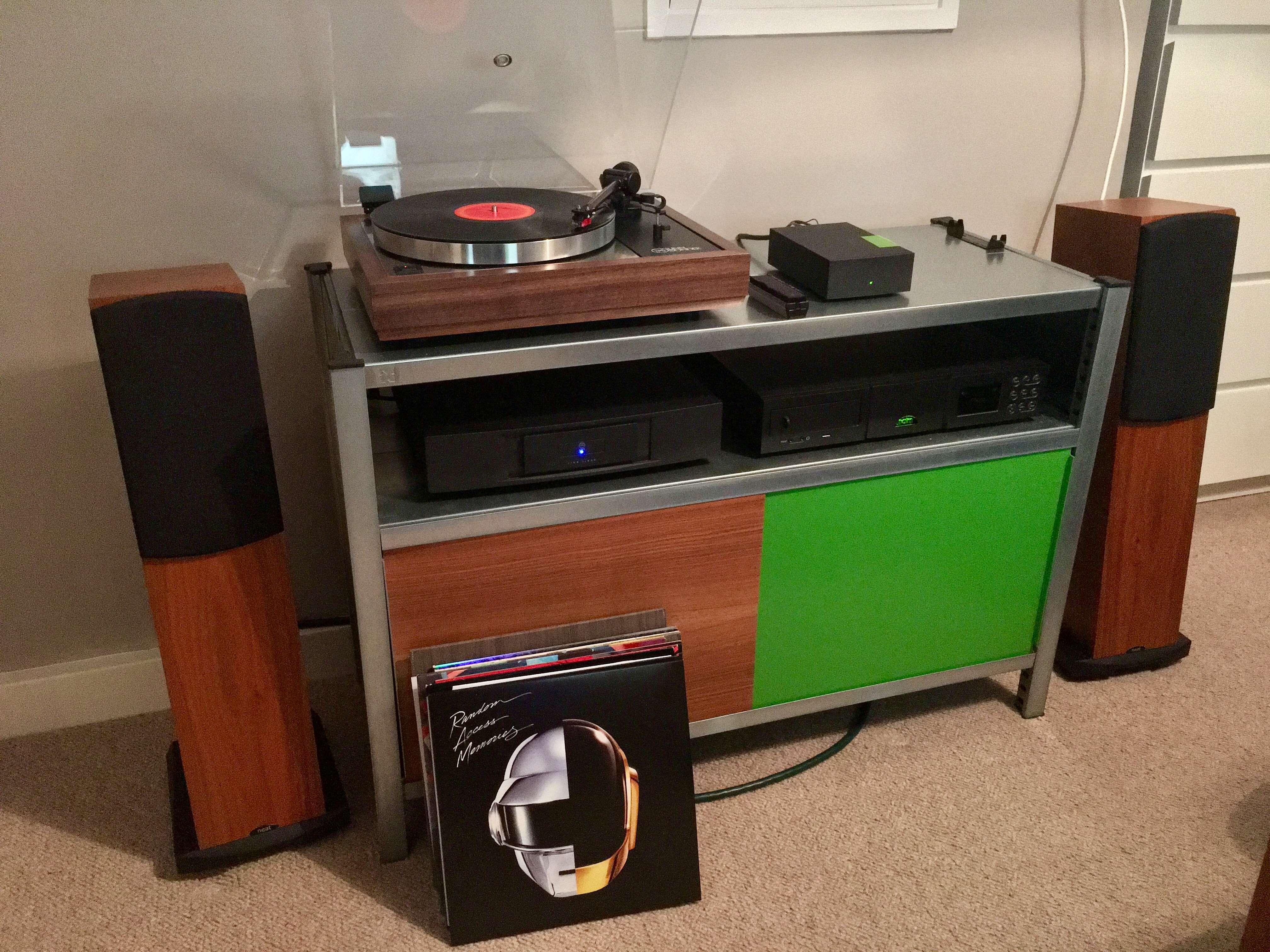 LP12/Lingo 3/NaimUniti/Neat Motive 2 – mfSystem custom shelving