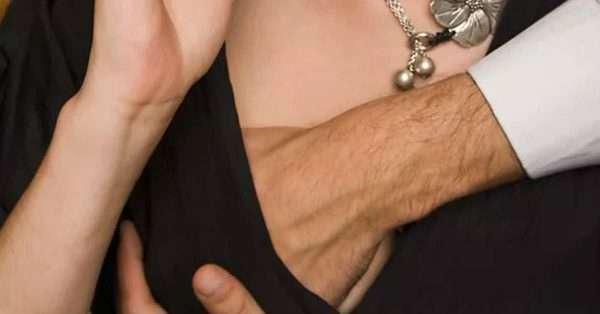 Tại sao con trai thích sờ ngực và hôn vùng kín con gái