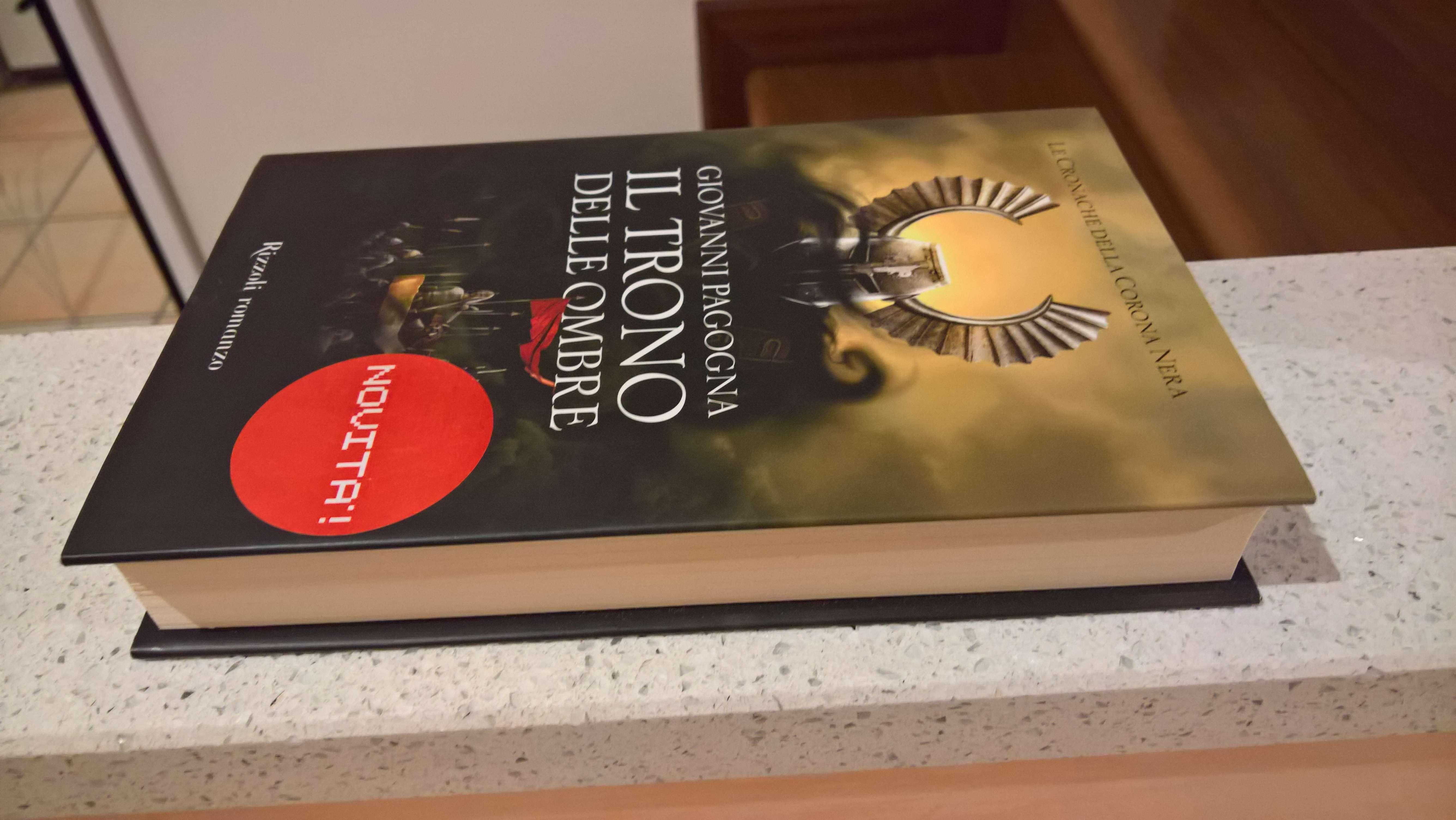 Il trono delle ombre     - Le cronache della corona nera