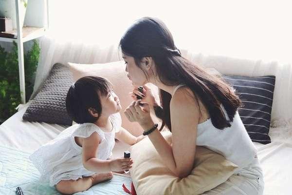 Hạnh phúc bên con khi làm mẹ đơn thân