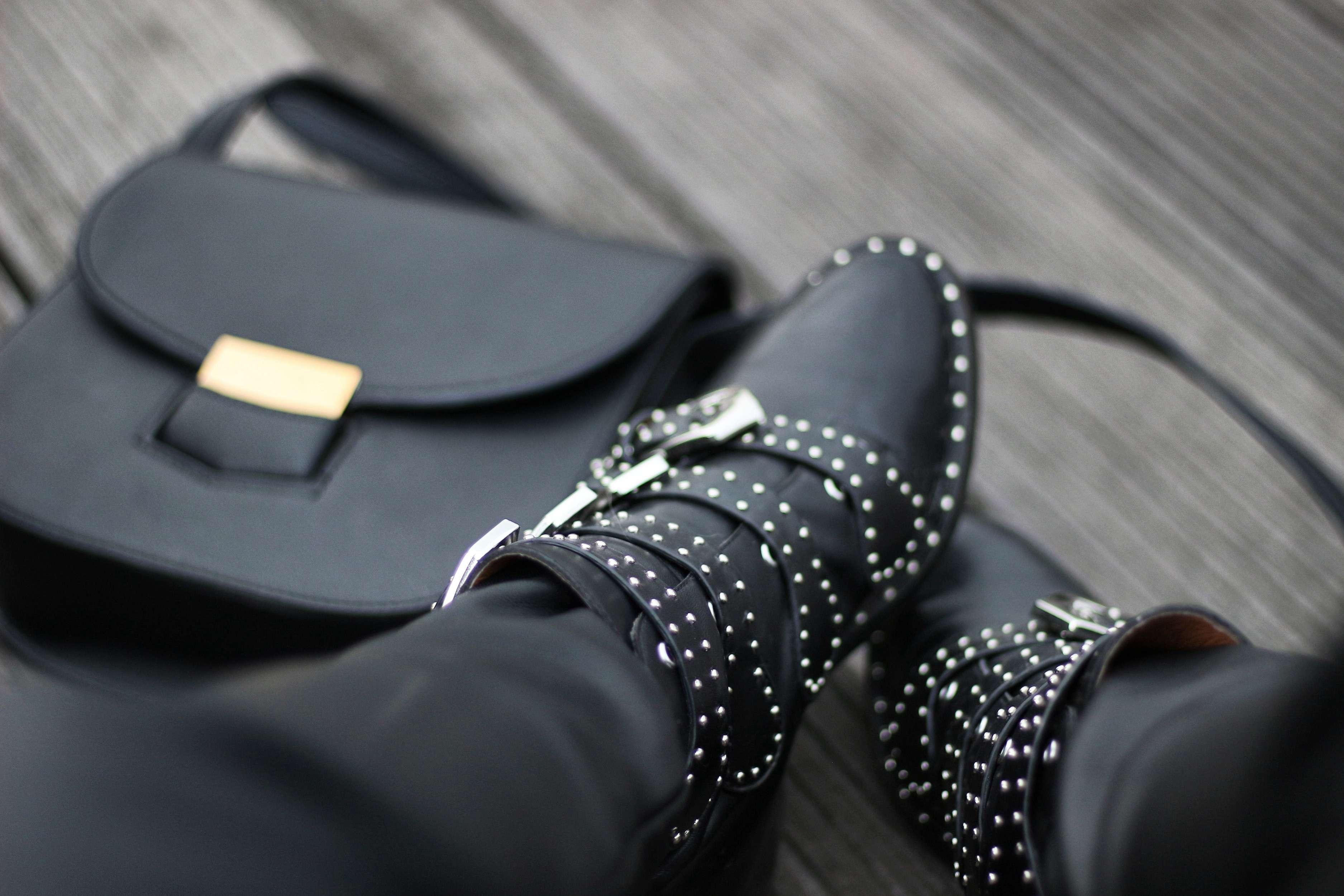 pull zara, sweet zara, pantalon simili cuir, pantalon femme, boots givenchy, jessica buurman, the green ananas, blog mode, sac céline, sky