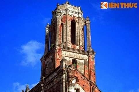 Tuy nhiên, sự xâm thực của nước biển theo thời gian đã khiến cư dân nơi đây phải di tản, các nhà thờ lần lượt bị phế bỏ.