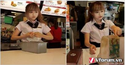 Nữ sinh cấp 3 làm việc tại cửa hàng McDonald bị quản lý quát mắng, không ngờ cô cãi lại...