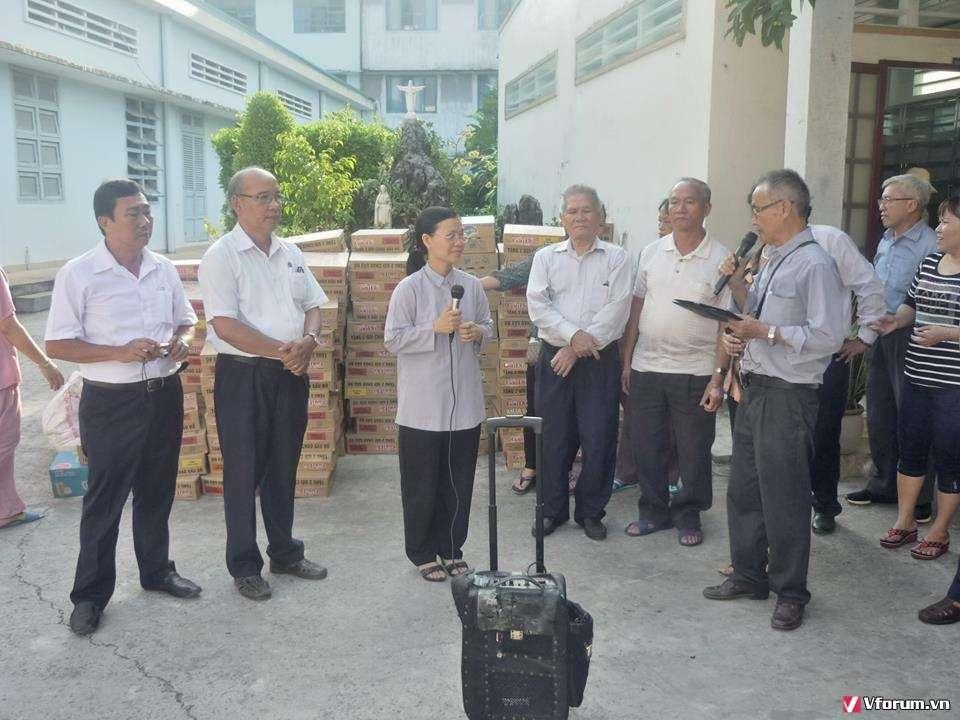 Giáo hạt Phú Thọ: Gia đình Phạt tạ Thánh Tâm thực thi bác ái