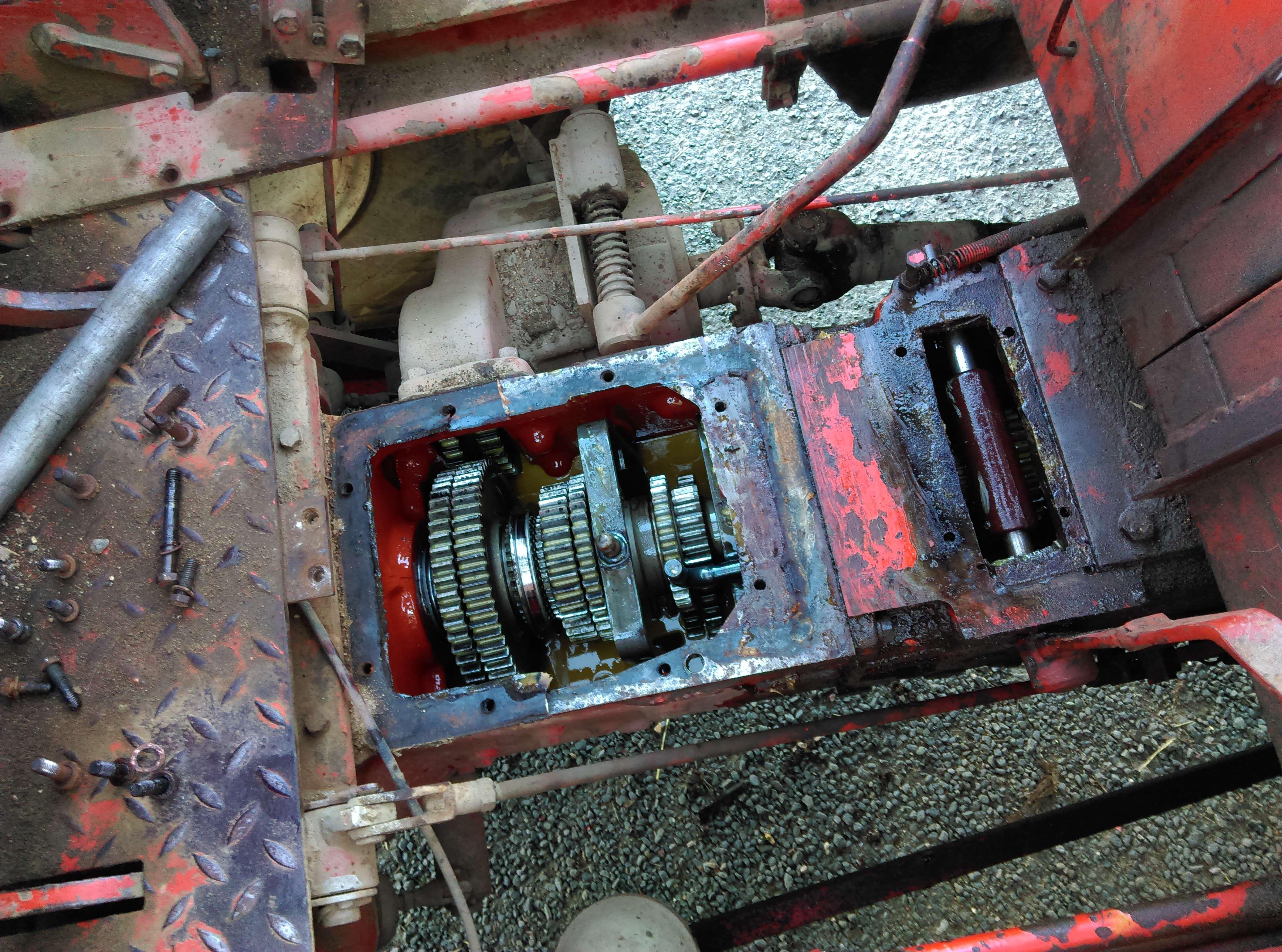 soucis boite de vitesse manitou 4 rm 26 les tracteurs rouges. Black Bedroom Furniture Sets. Home Design Ideas