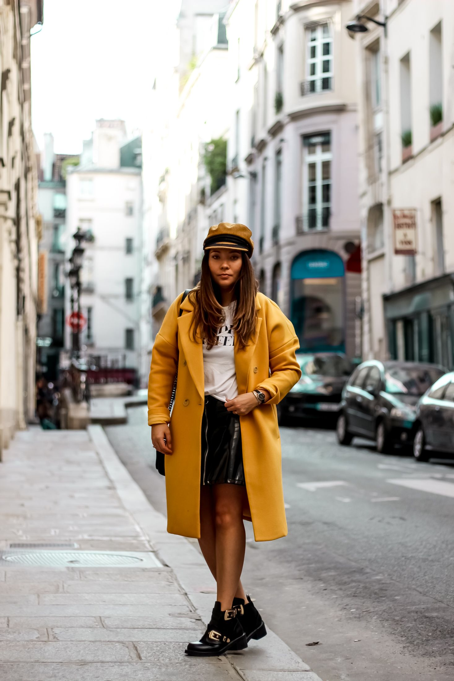 not your girl, shein, the green ananas, daniel wellington, montres femme, blog mode, blogueuse mode, manteau jaune, casquette marin, h&m, pimkie, yellow, jupe vinyle, balanciaga boots