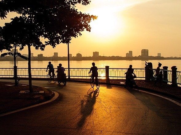 cycling-west-lake-hanoi