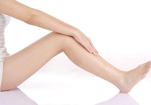 5 cách làm trắng da ở đầu gối và khuỷu tay bằng nguyên liệu tự nhiên