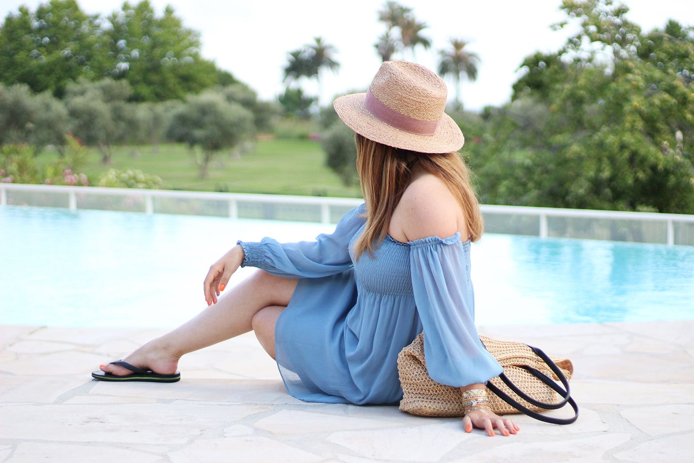 pool party, robe bleue zara, zara, robe zara, col bardot, havaianas, tong, sac plage, h&m, chapeau paille zara, chapeau paille, blog mode, blogueuse mode, hipanema, antibes,
