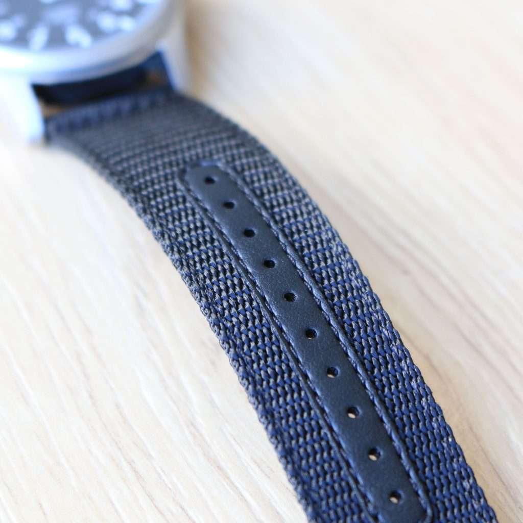 Nylon Armband mit verstärkten Löchern