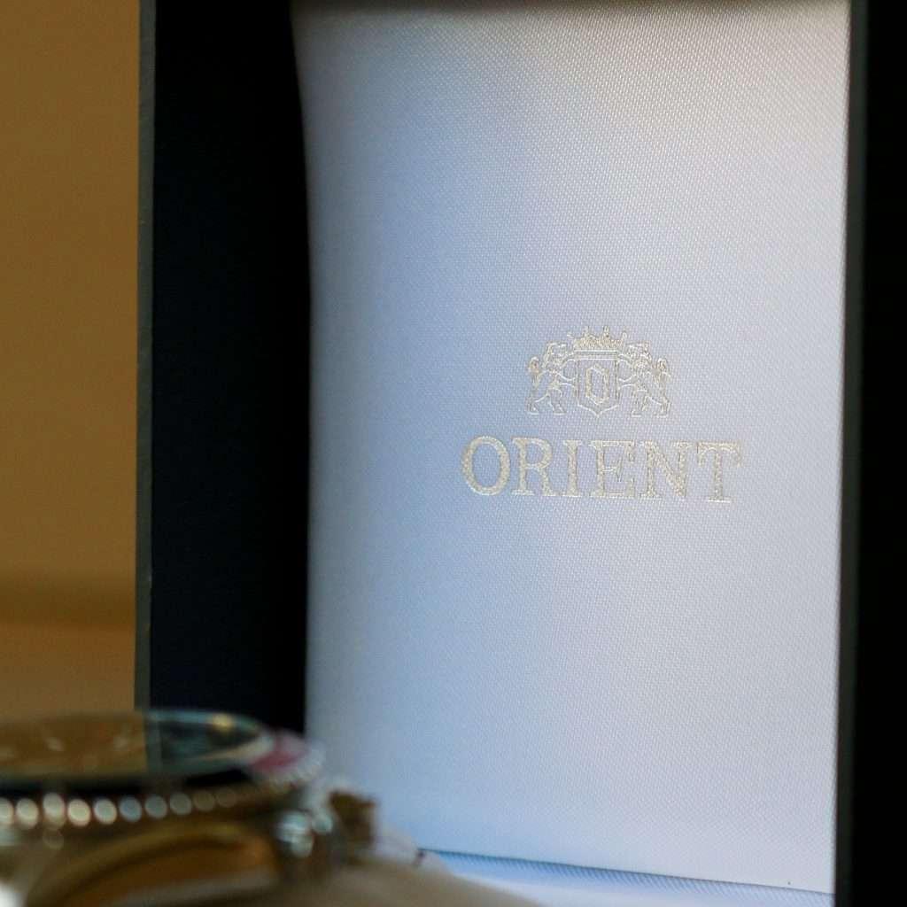 Orient Deep Pepsi CEM65006DV: Details der Uhrenbox