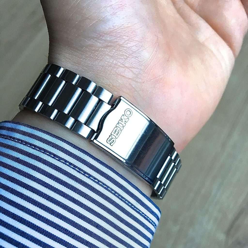 Seiko SNXG47K am Handgelenk: Armband