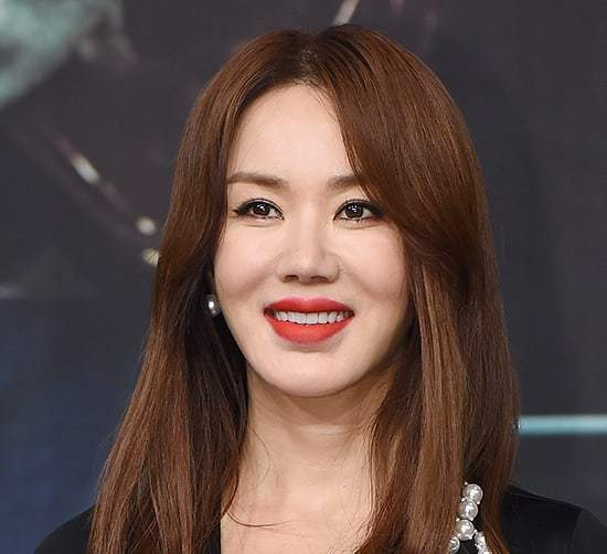 Uhm Jung Hwa Launches Countdown To December Comeback