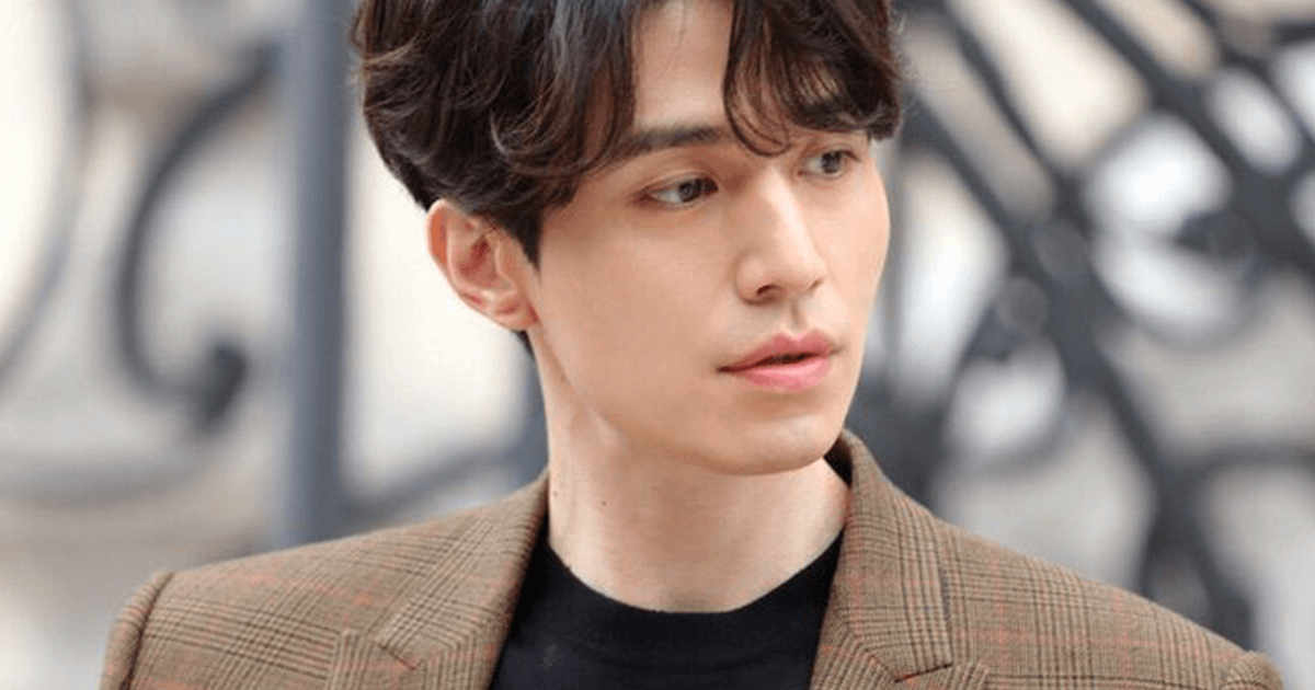 """Lee Dong Wook Stole The Show At Paris Fashion Week While Giving Off """"Goblin"""" Vibes"""