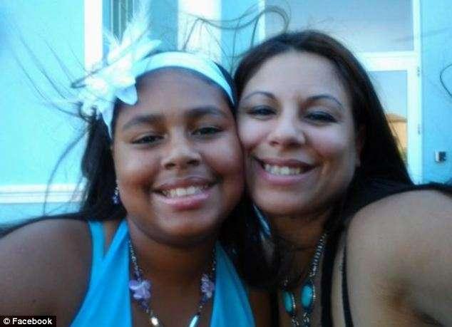 함께 : 그녀의 어머니와 함께 사진 구즈 - 헤수스는 병원에 실려했지만 저장할 수 없습니다