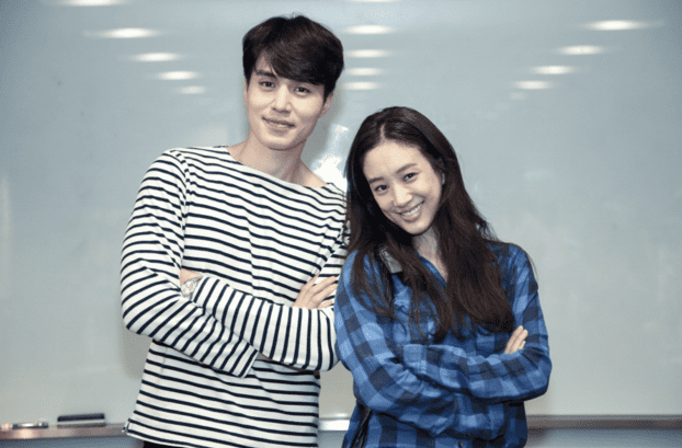 """Lee Dong Wook Sends Jung Ryeo Won A Food Truck On Set Of """"Witch's Court"""""""