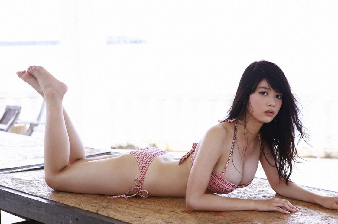 This Japanese model is popular in Korea for her amazing body ratio