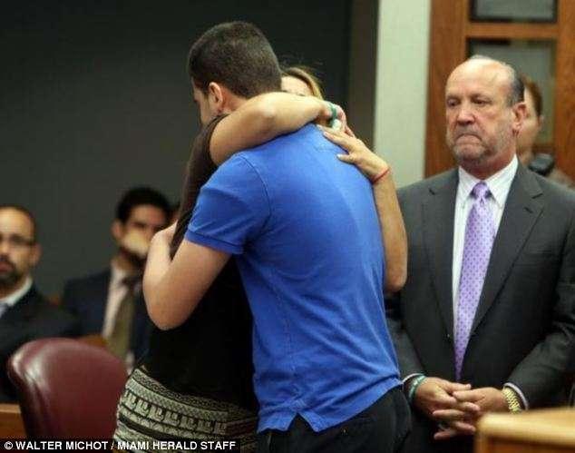 이동 : 판사는 그녀가 그녀의 아이의 살인자를 포용 피해자의 어머니를 상상하지 못했을 수 있다고 말했다