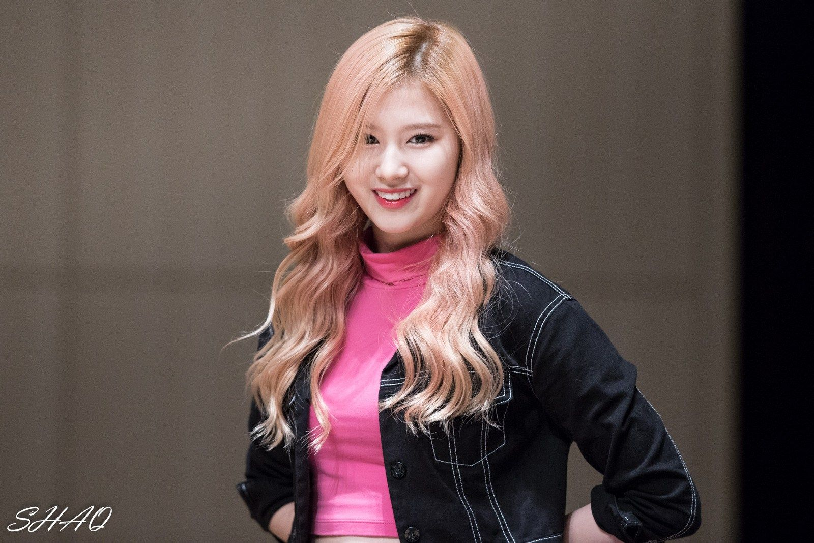 Korean's are impressed with how small TWICE Sana's face is