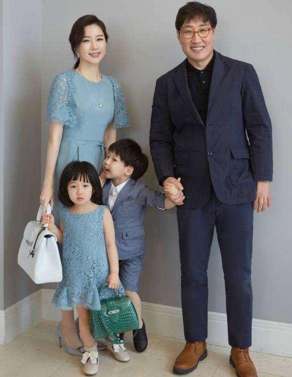 이영애 가족사진.jpg