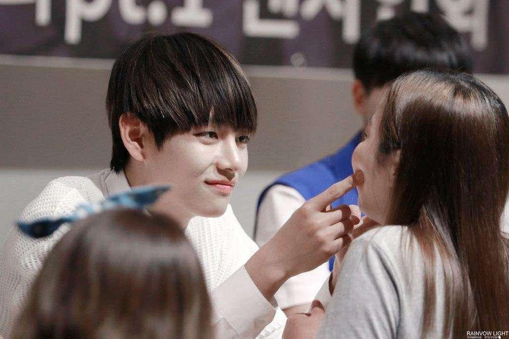 Korean K-Pop Fans Reveal Who The Nicest Idols Are Fan-Meetings
