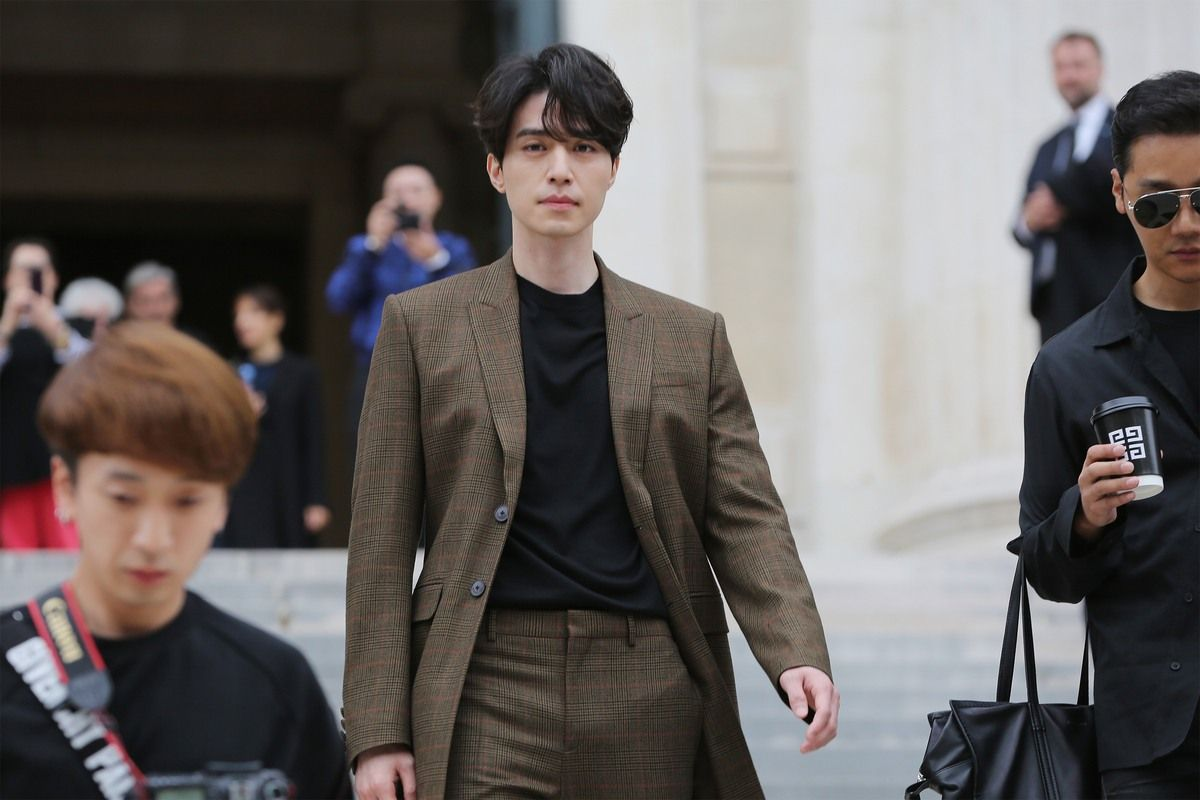 """[★TRENDING] Lee Dong Wook's Suffers From Sexual Harassment After Pictures Of His """"Bulge"""" Go Viral"""