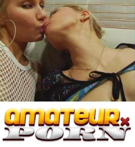 Блондиночки лесбияночки ласкаются (2015) CamRip |