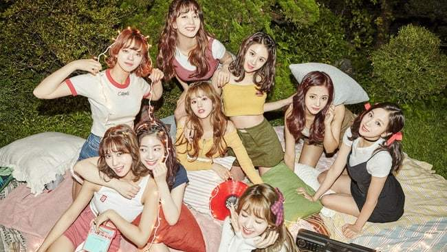 "TWICE Rises With ""LIKEY""; Soompi's K-Pop Music Chart 2017, November Week 3"