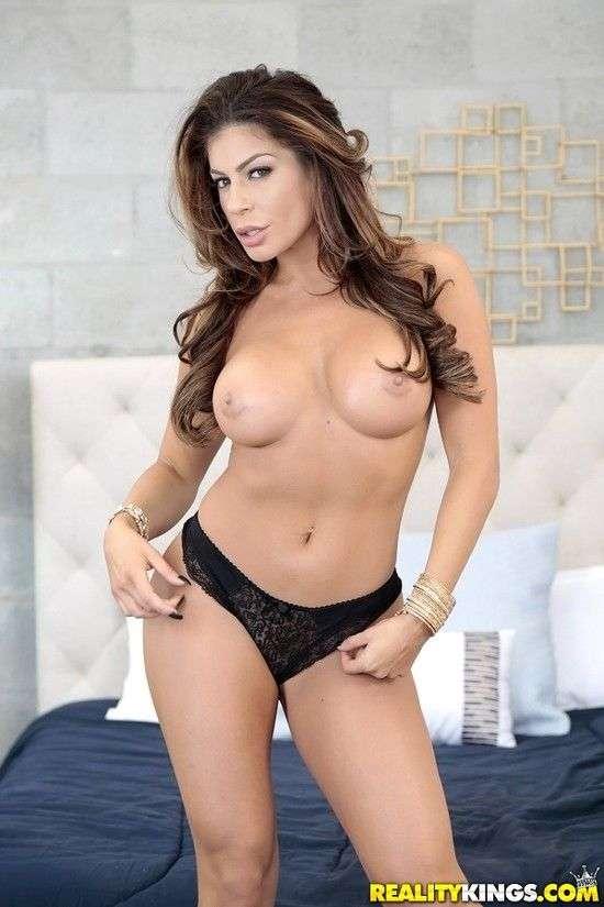 Nikki Capone |