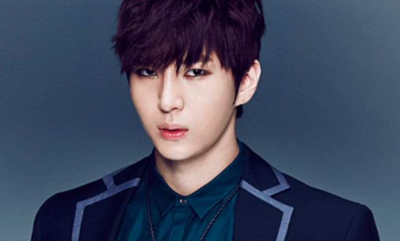VIXXs Leo Sends Heartwarming Well Wishes To Fan Undergoing Surgery For Cancer