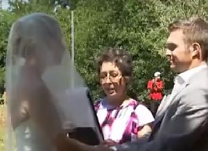 어떤 부부의 결혼식에 초대된 하객의 정체!!