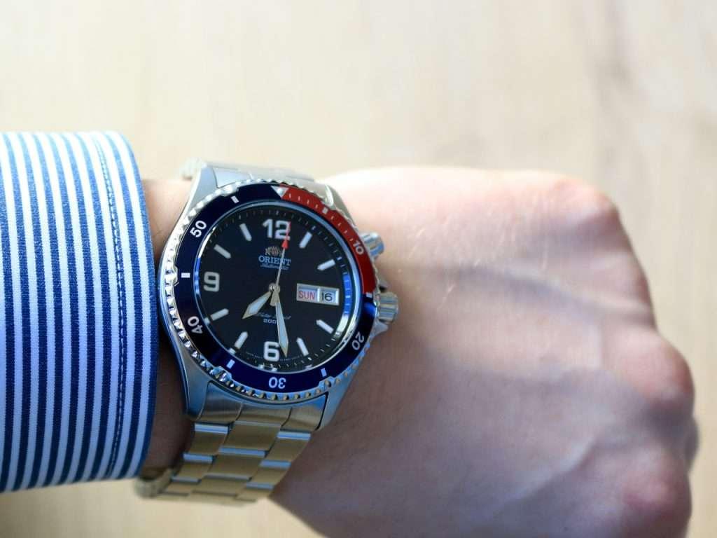 Orient Deep Pepsi CEM65006DV: am Handgelenk getragen