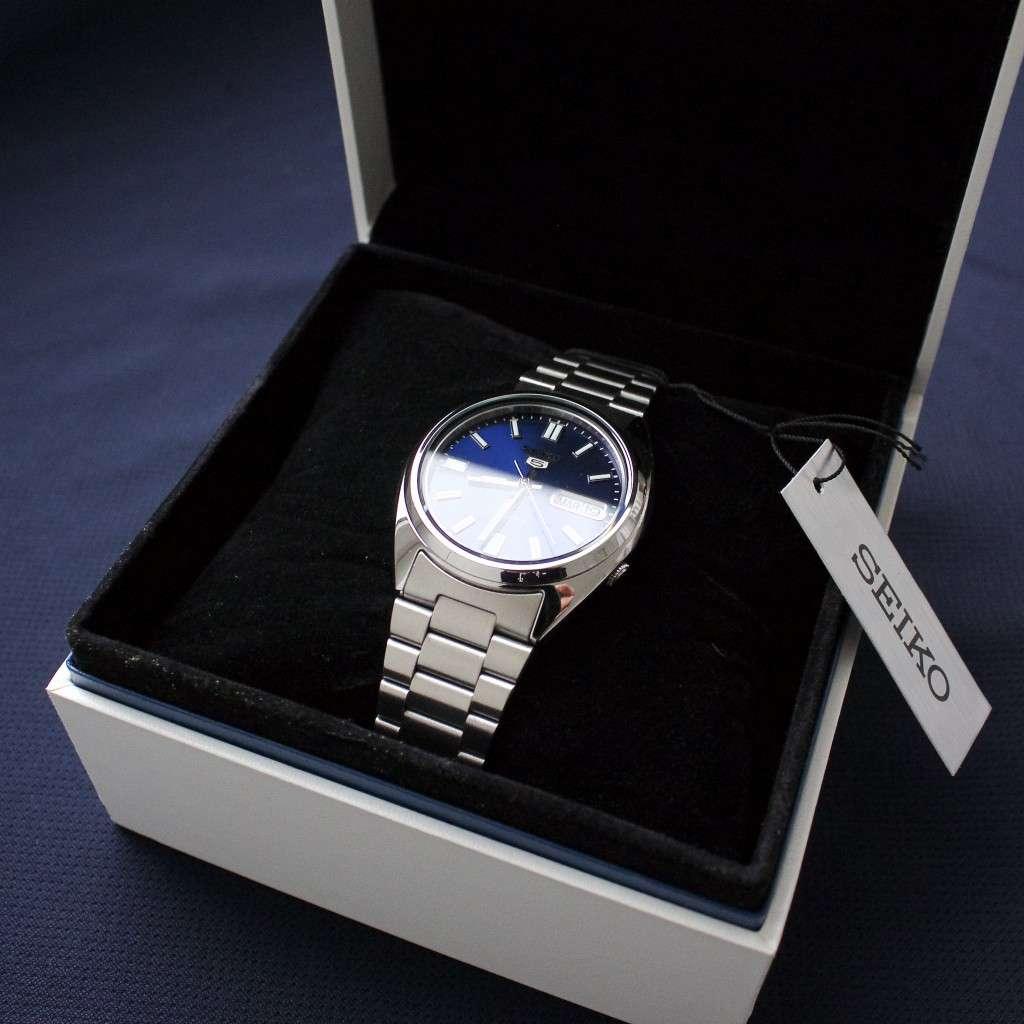 Seiko SNXS77K in der Uhrenbox