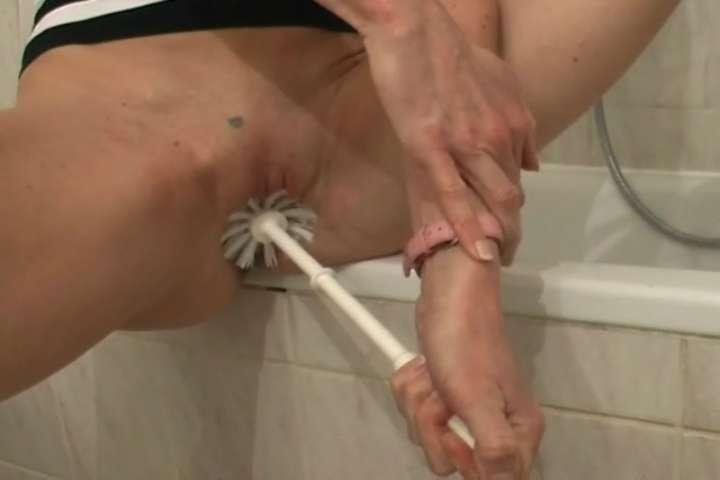 Фистинг ёршиком порно