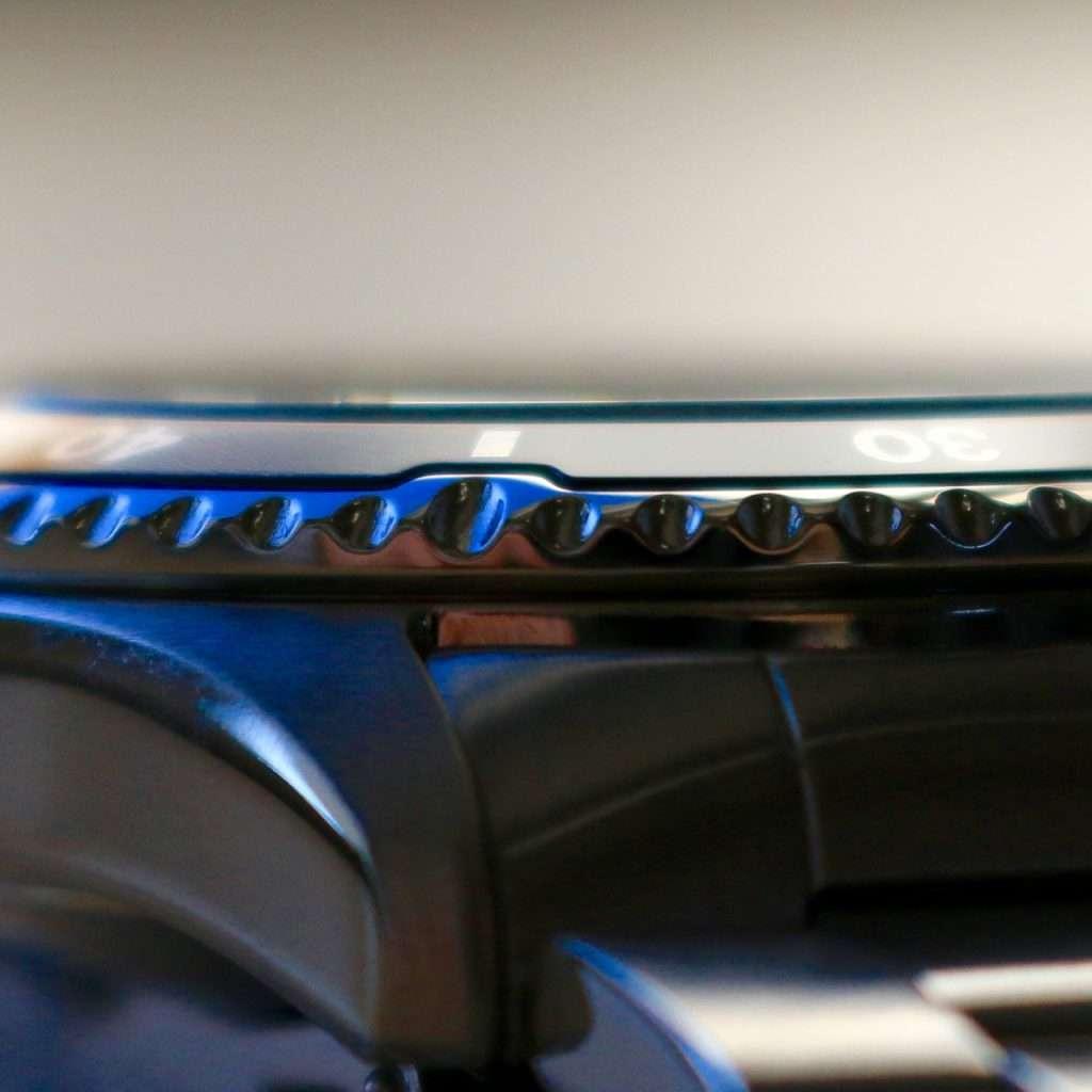 Orient Deep Pepsi CEM65006DV: Glas steht leicht über