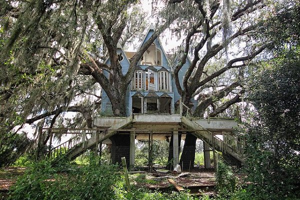 curious places honky ranch victorian treehouse south east florida