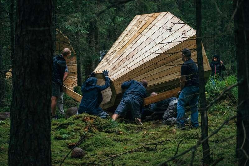 Mégaphones en bois installés en forêt en Estonie