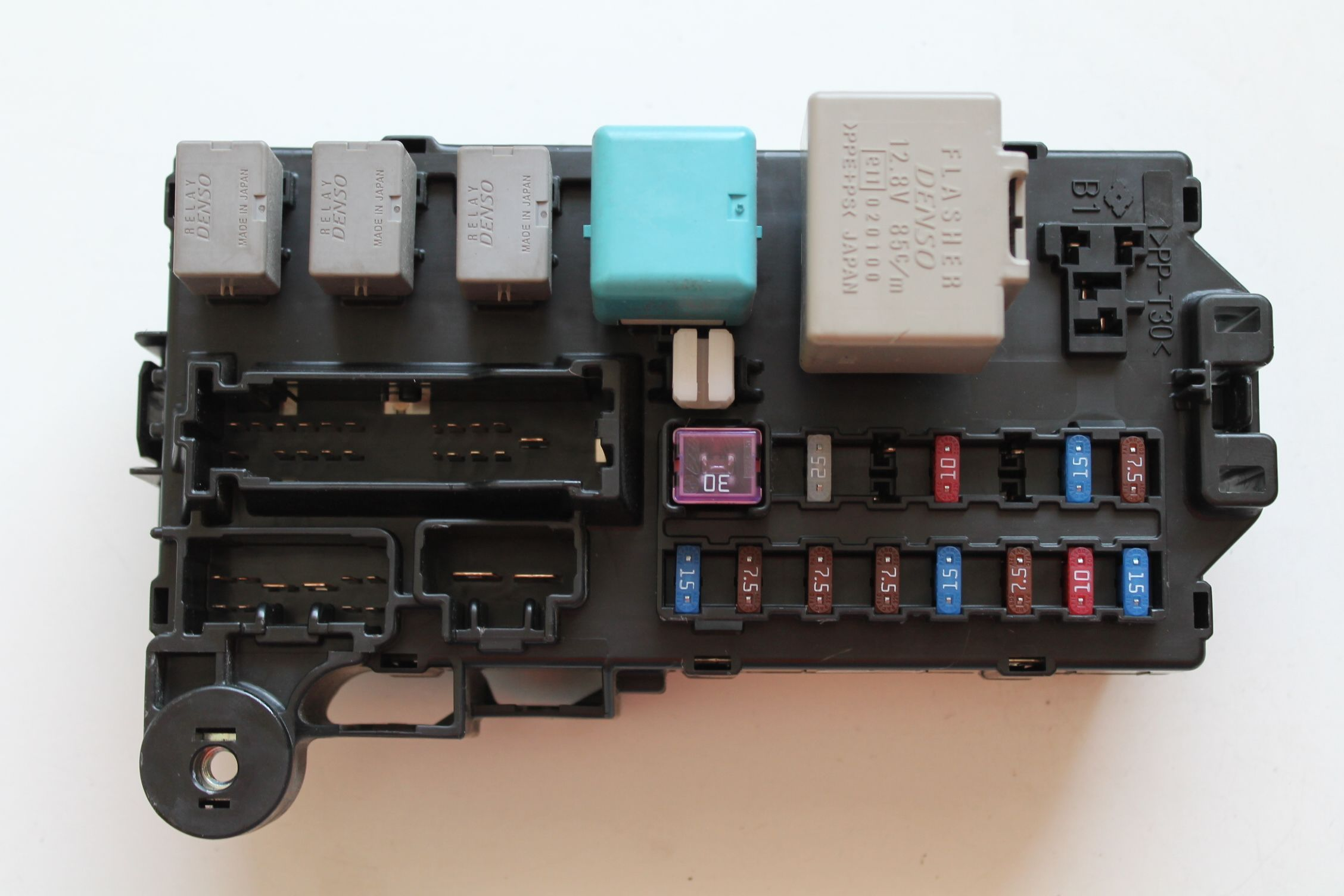 fuse box in daihatsu terios    daihatsu       terios       fuse       box    with door control module 85980     daihatsu       terios       fuse       box    with door control module 85980