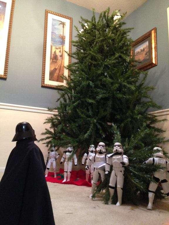 Dark Vador devant un sapin de Noël