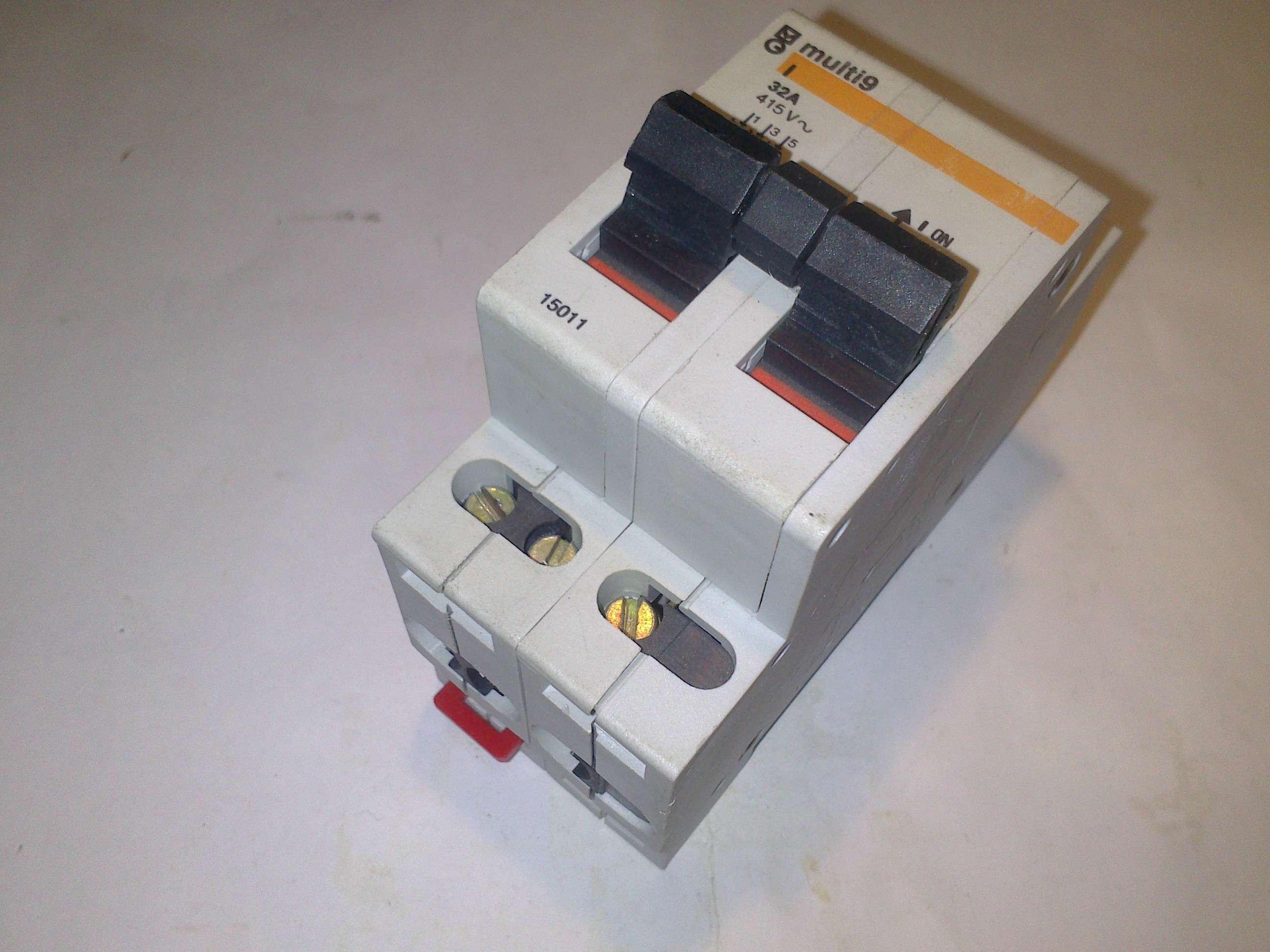 Télérupteur TL Multi 9 bobine 48V 50//60Hz-1 F 16A merlin gerin 15512