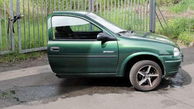 Opel Corsa découpée à moitié