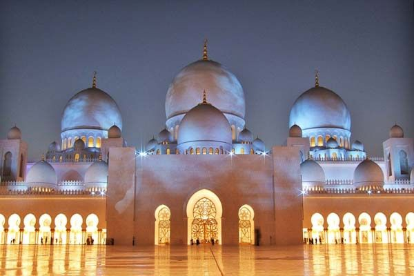 Curious Places: Sheikh Zayed Grand Mosque (Abu Dhabi/ United Arab