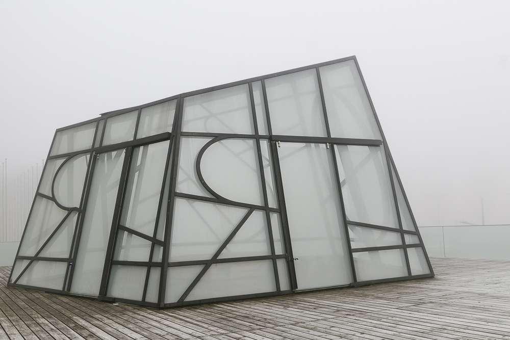 """Le """"pentagon"""" couvert de givre et dans le brouillard Gkfn"""