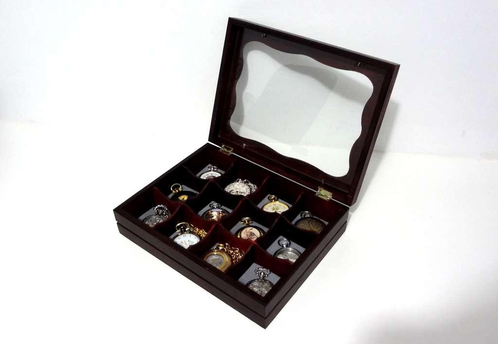 129a66594b2 ... que lançou duas séries de 50 relógios de bolso